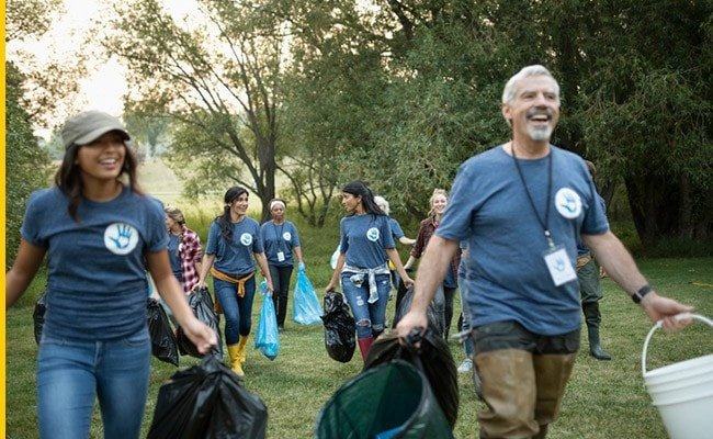 Volunteers cleaning up their community